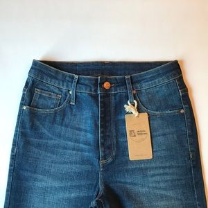 artistic milliners Jeans - NWT Artistic Milliners High Rise Cropped Jeans